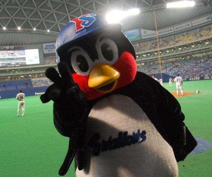 つば九郎(畜生ペンギン)の中身・中の人は誰?年齢や年俸・給料は