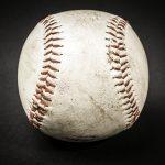 野球のユニフォームの泥汚れを落とす洗剤や洗濯方法を紹介